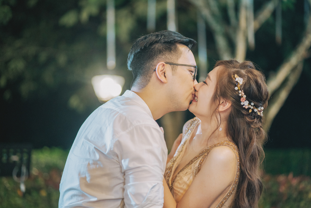 botanical mansion penang wedding reception kissing