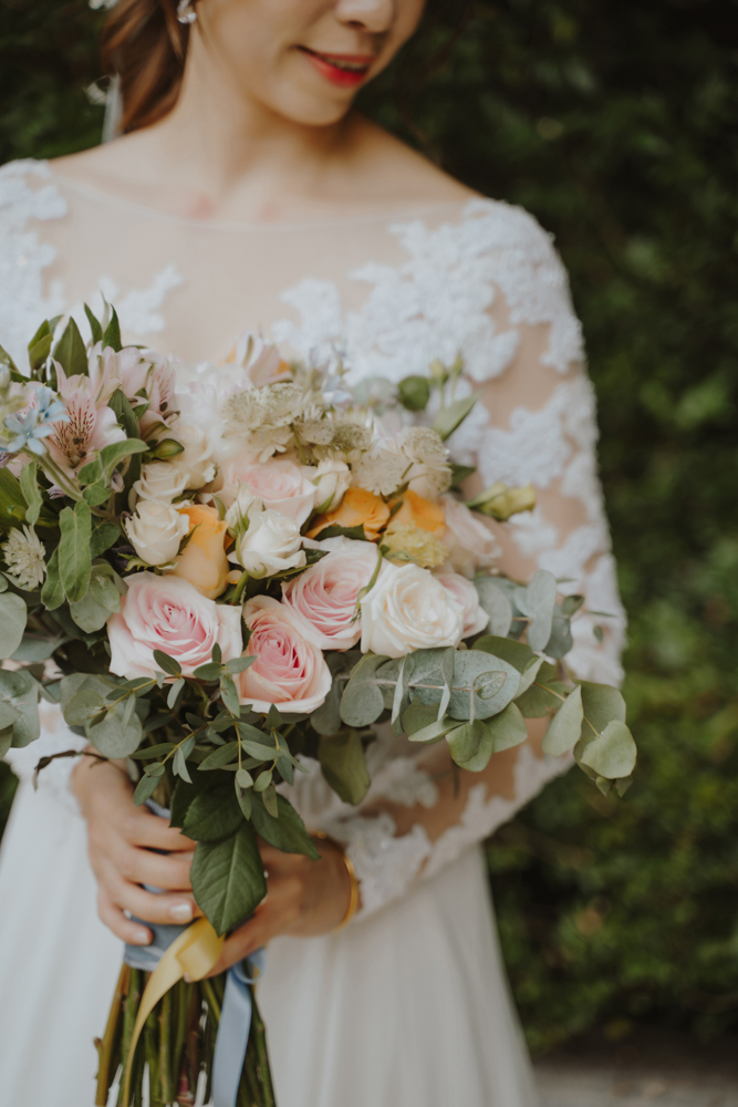 wedding bouquet photography